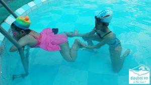 bơi lội tăng trí tuệ của trẻ
