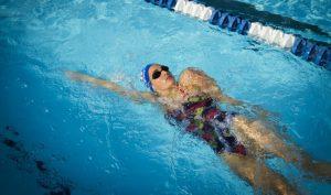 lỗi vặn người trong bơi ngửa