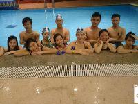 lớp học bơi tập thể